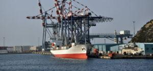 Un traghetto al porto di Vado Ligure